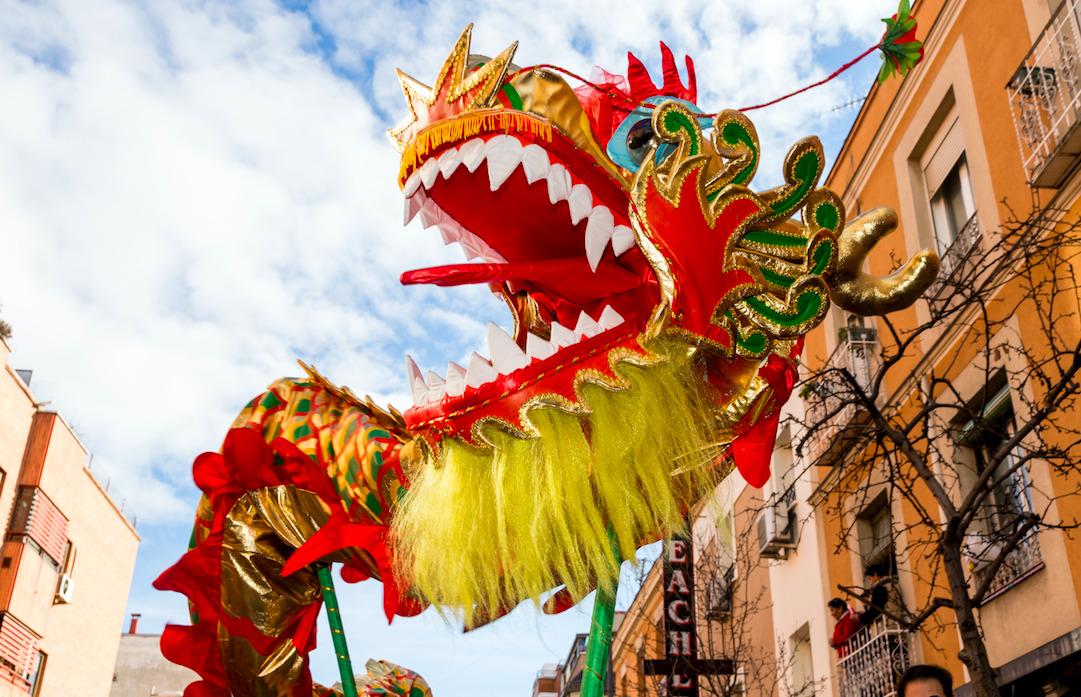 Las calles de Madrid se preparan para celebrar el Año Nuevo Chino