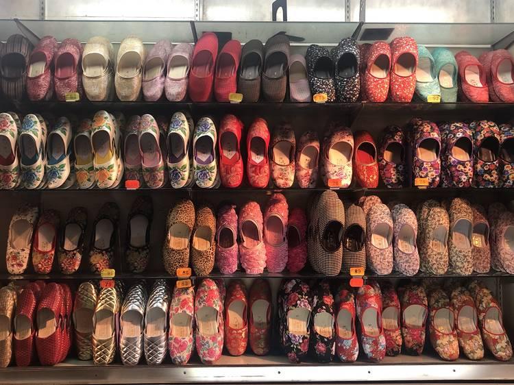 英皇拖鞋:傳統手藝繡花鞋