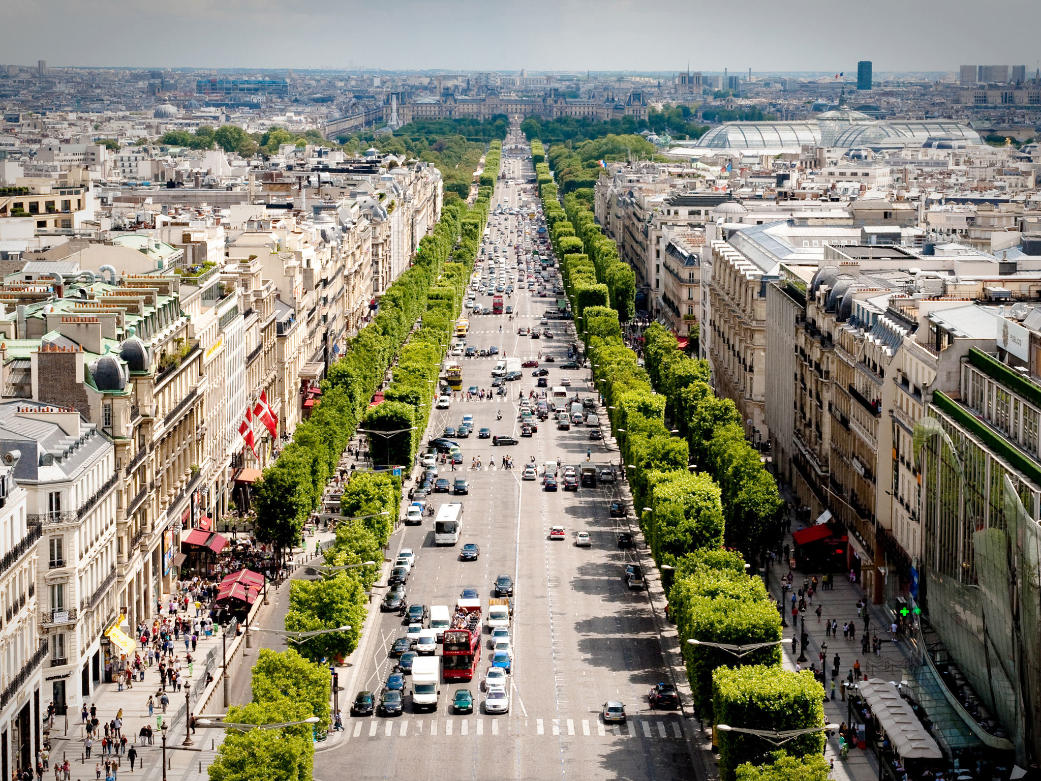 5 big-name shops on the Champs-Elysées