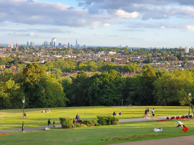 This map shows walking routes between London's parks and nature spots