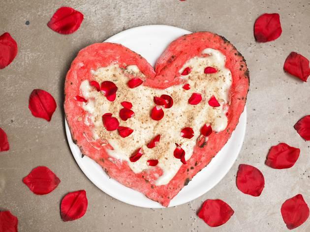 Sabemos dónde sirven la pizza de San Valentín definitiva