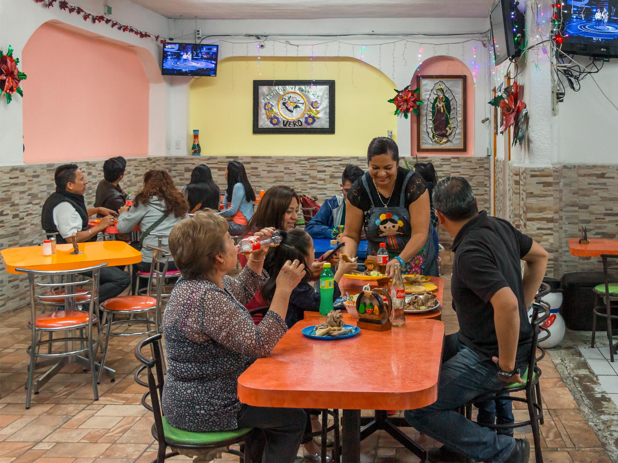 Las Originales Petroleras: lugar de barrio en Azcapotzalco con pequeñas petroleras y cerveza