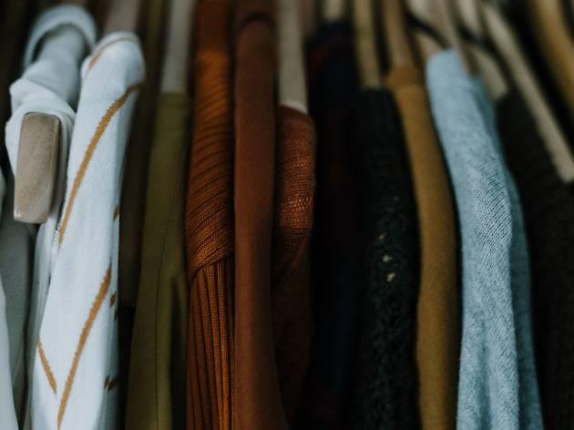 Tem demasiada roupa a que não dá uso? Aproveite este mercado de trocas