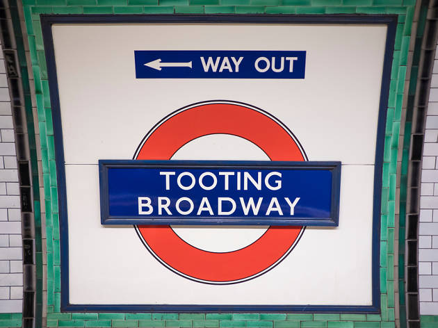 Tooting tube sign
