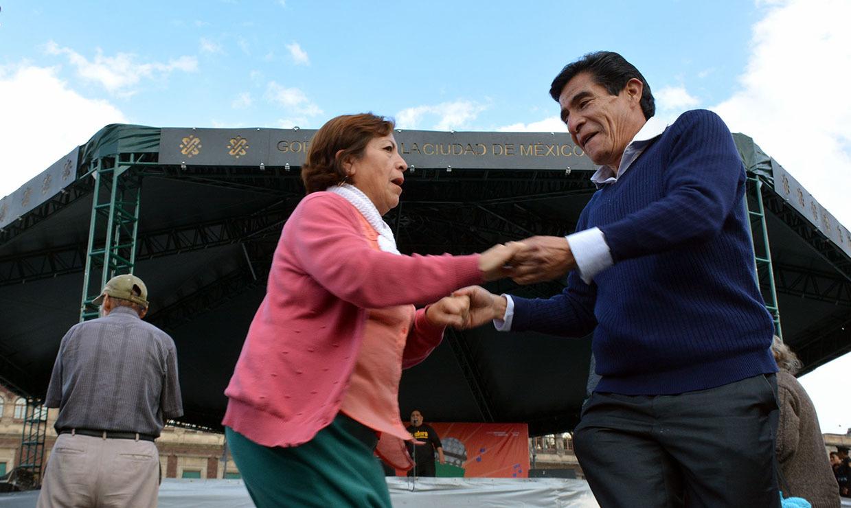 Viernes de karaoke, sábados de danzón y domingos musicales regresan a la Plancha del Zócalo