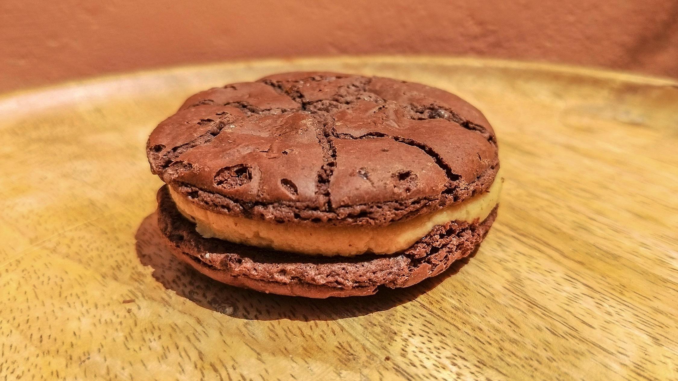 Cookie at Butterbing at Reuben Hills