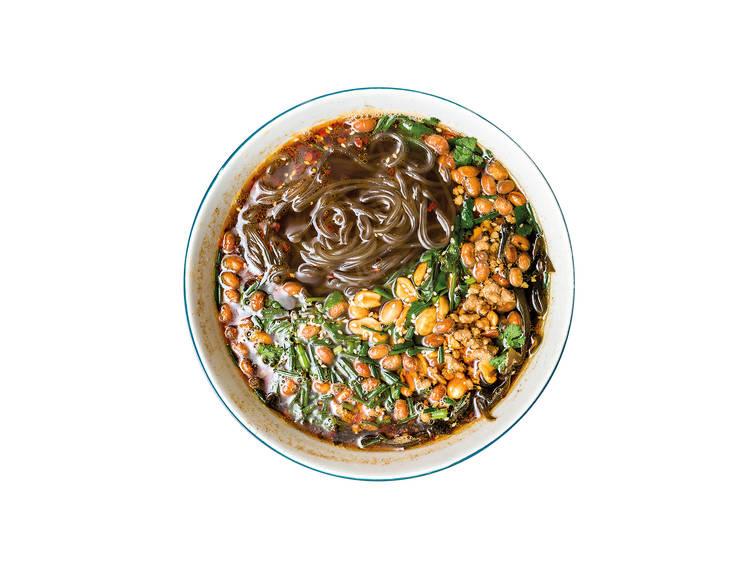 Sopa de noodles de batata doce - Pangzi