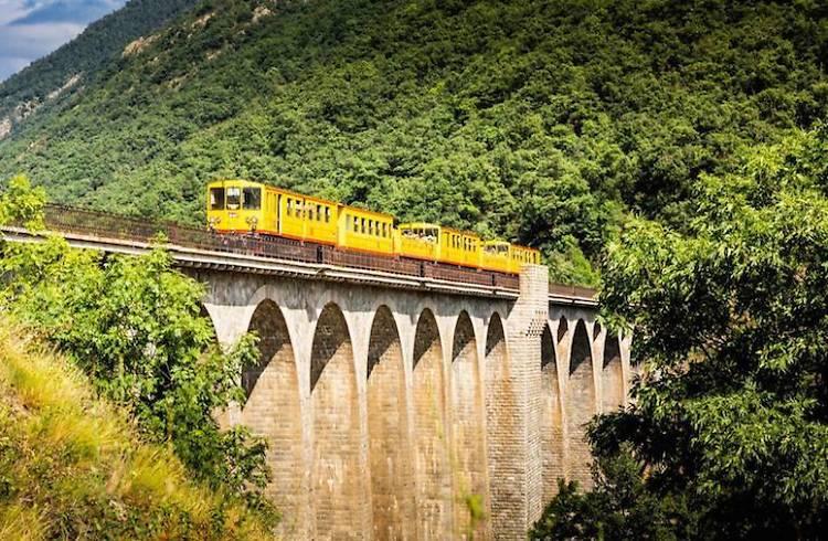El 'catric-catrac' del Tren Amarillo por la frontera