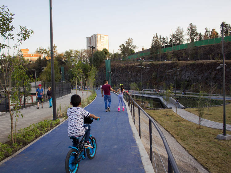 Paseo en bici en el Parque Cantera