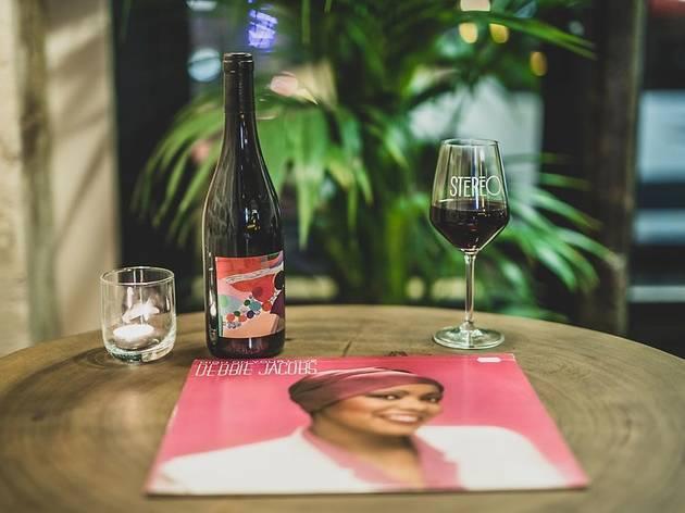 Du vin au vinyle : Paris creuse le sillon !