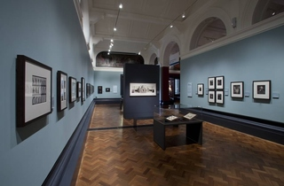 V&A Photographs Gallery