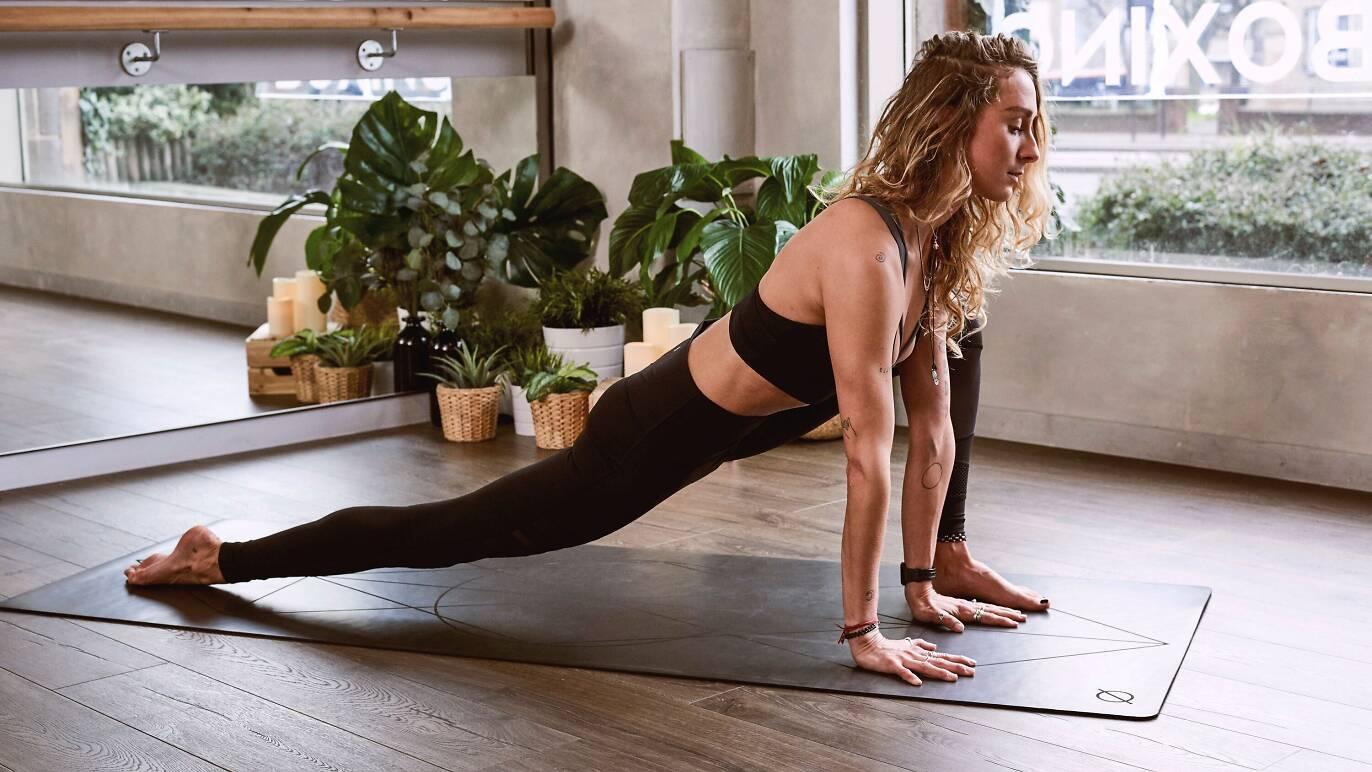 9 cool cours de yoga parisiens qui sortent du lot