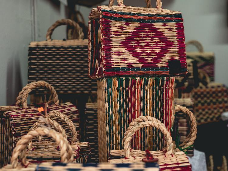 Compre cestas de junco