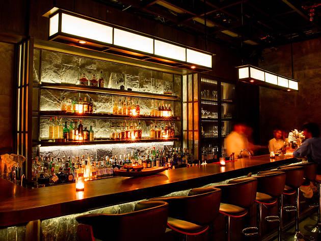 Bar 335