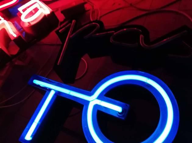 letreiro galeria, neons