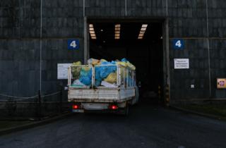 Luvas, máscaras e lenços de papel não são recicláveis