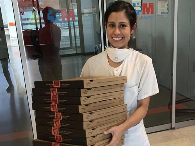 De los aplausos a las pizzas. Varios restaurantes cocinan para los sanitarios de los hospitales