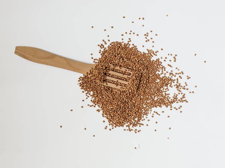 Crepes de trigo sarraceno e espinafres