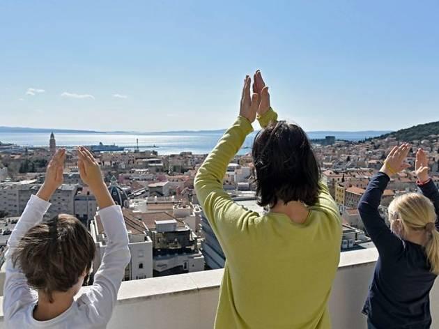 Organised applause for health workers in Split