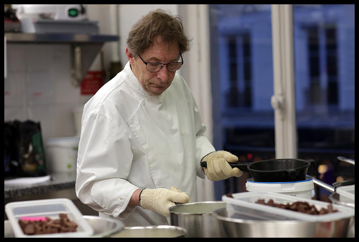 Le chocolatier Jacques Genin offre 500 kg de chocolats aux hôpitaux de Paris
