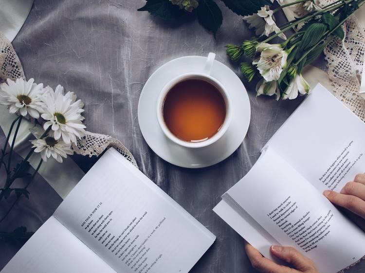 8 livros para celebrar o Dia Mundial da Poesia