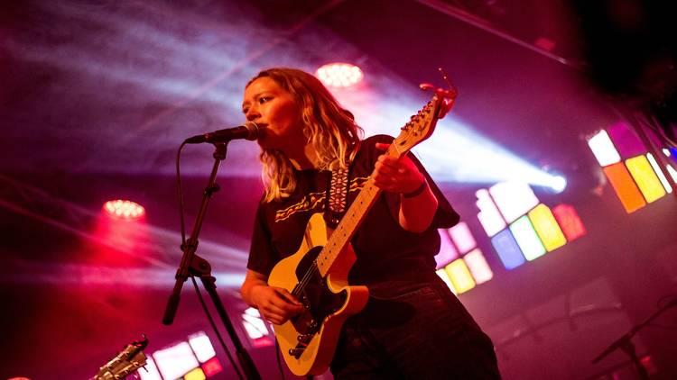 Julia Jacklin performing live