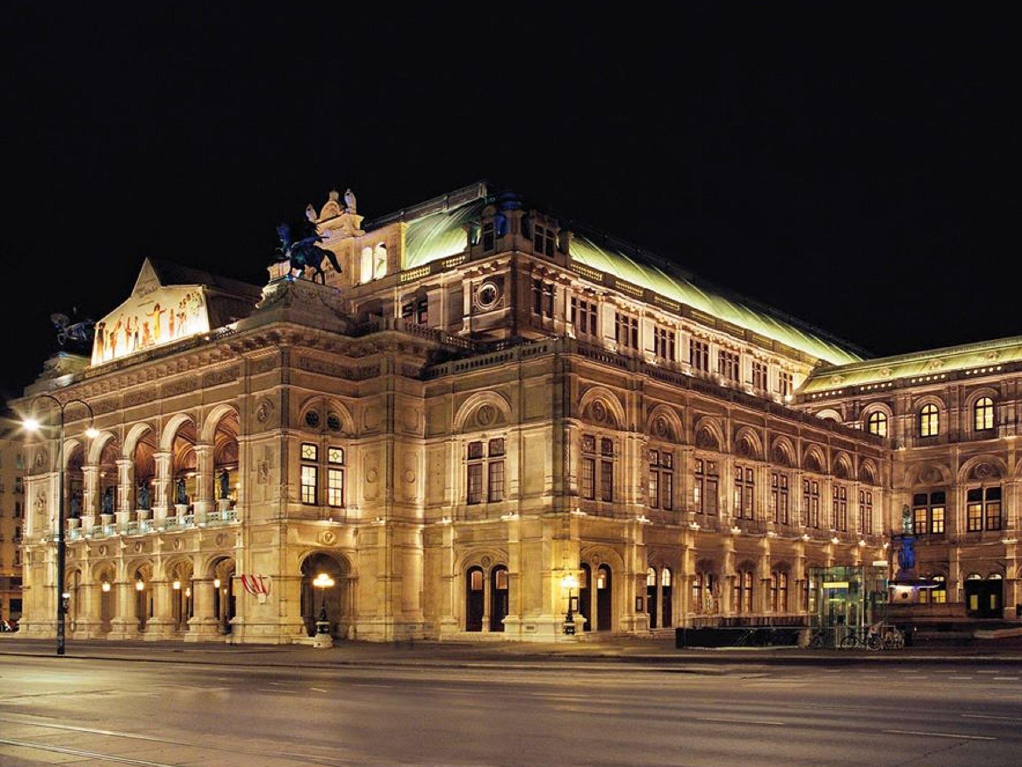 Ópera Estatal de Viena, Vista exterior
