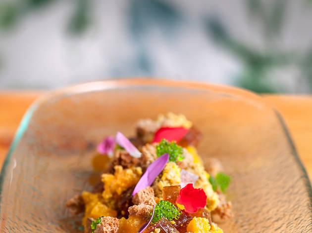 Tartar de foie, gelatina de vino dulce y mango