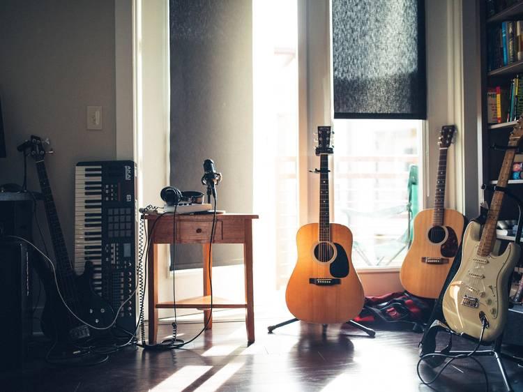 Cinco músicas fáceis para aprender a tocar na guitarra