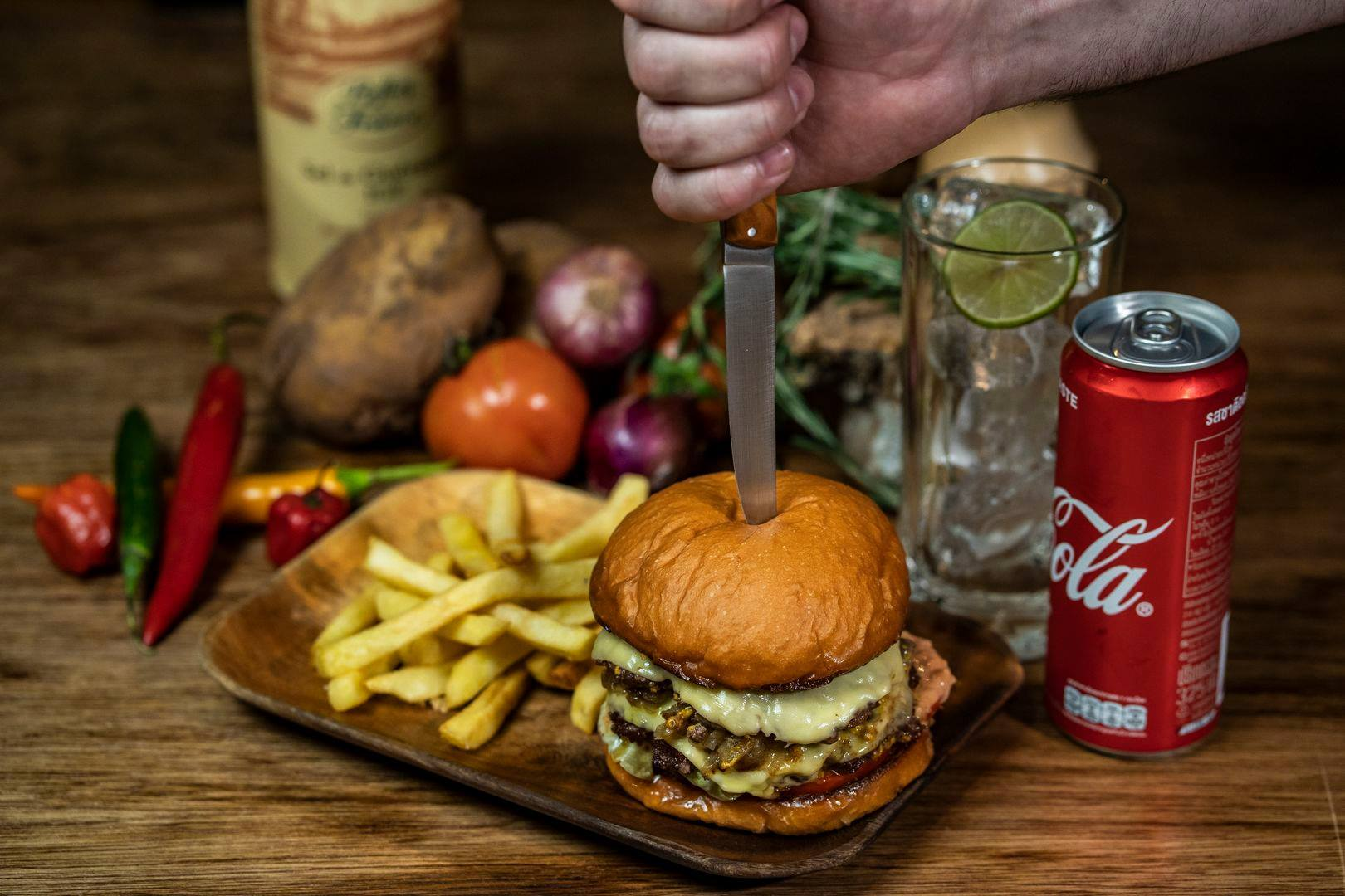 Billy's Smokehouse burger