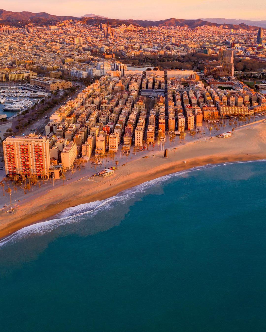 Barcelona vacía a vista de pájaro / Barceloneta