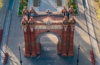 Barcelona vacía a vista de pájaro / Arc del Triomf