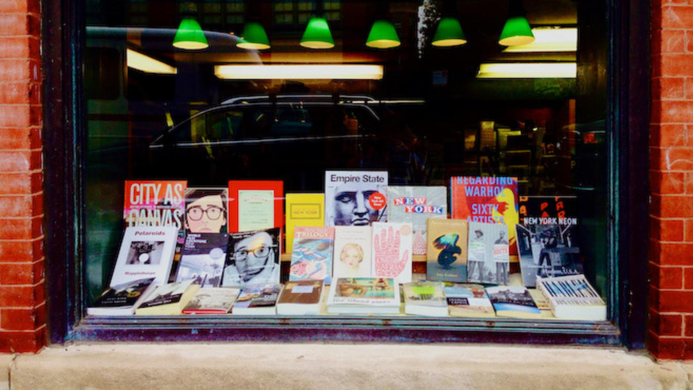 These Chicago bookstores will ship fresh reading materials right to your door