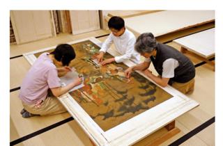 重要文化財 絹本著色五百羅漢図 南北朝時代 東福寺蔵 修理作業風景