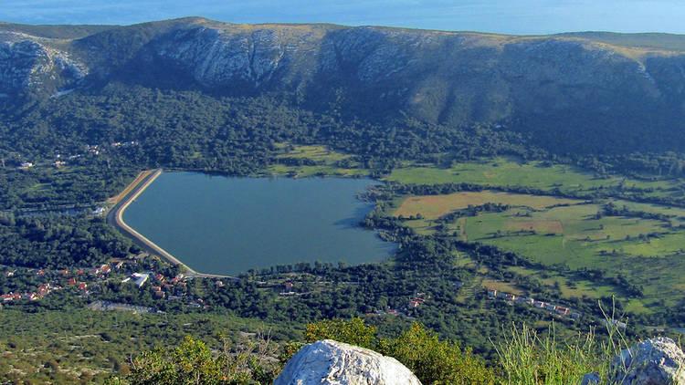 Northern Dalmatia's Tribalj lake