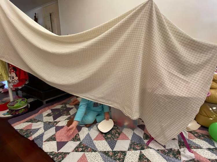 Dia 4: Um acampamento na sala ou quarto