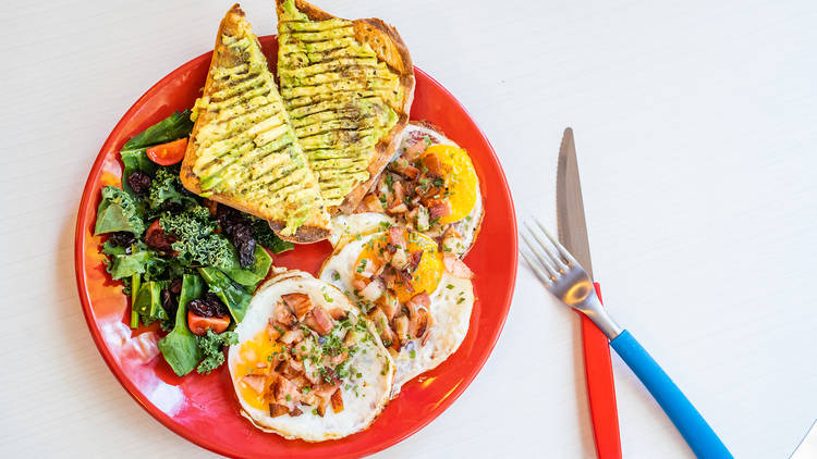 BAD! (breakfast all day),  huevos con tocino