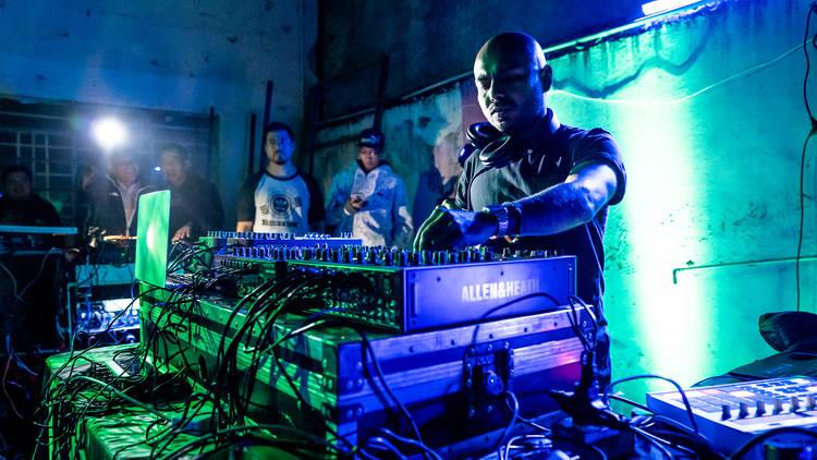 Art-Net, fiestas de arte visual y electrónica con dj Renzo