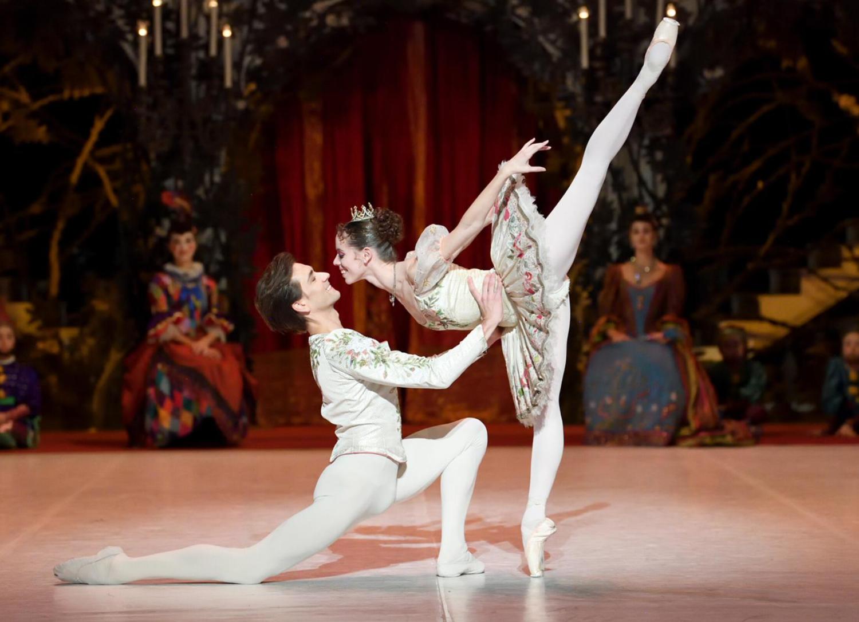photo (c) Stuttgarter Ballett with Friedemann Vogel and Elisa Badenes