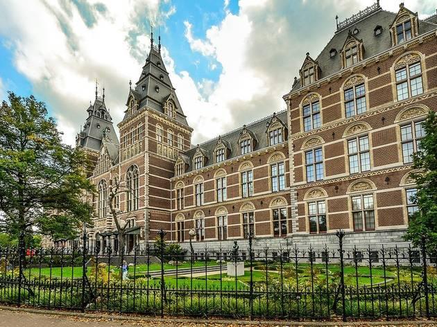 O Rijksmuseum, em Amesterdão, é um dos museus que pode visita