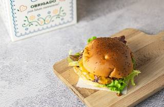 Um hambúrguer solidário