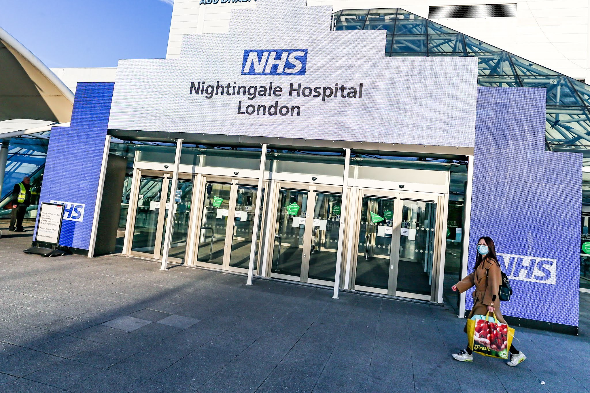 In pictures: Londoners pull together to turn the ExCel centre into a hospital in a fortnight
