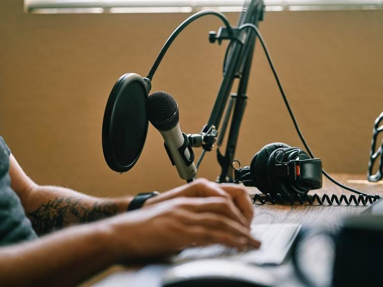 Ocupe o tempo com podcasts nacionais de qualidade