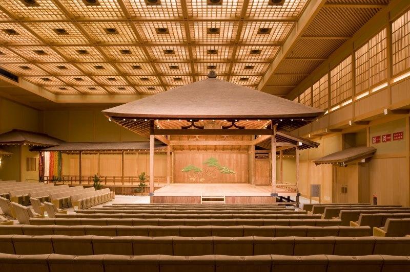 横浜能楽堂本舞台(横浜能楽堂提供)
