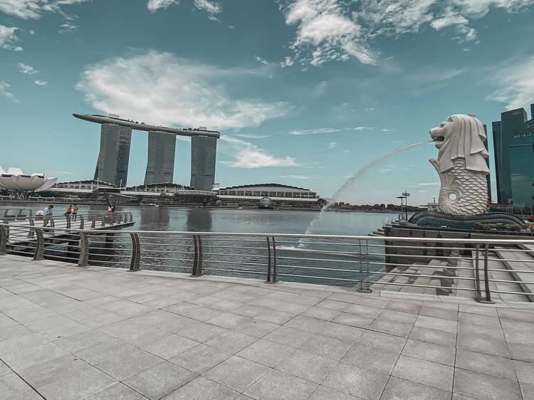 Hunt down Singapore's six merlions