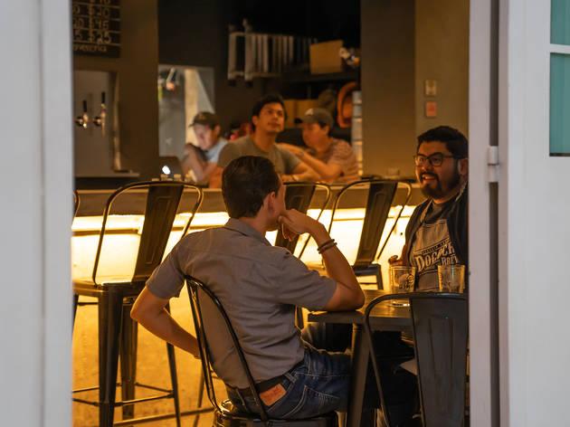 Simple Cervecería: tap room en la Juárez con 13 líneas de cerveza artesanal