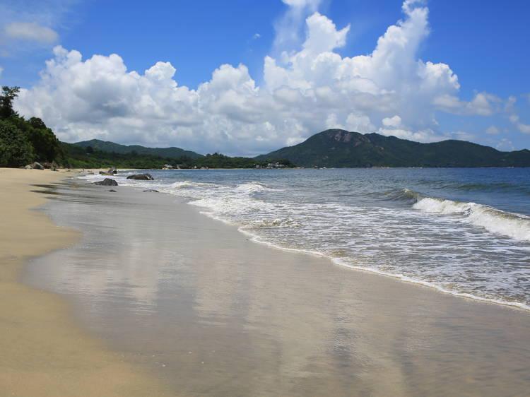 長沙泳灘:全港最長泳灘