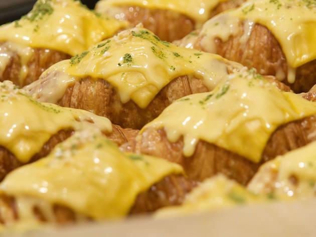 Hazukido cheese croissants
