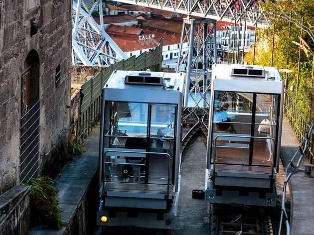Os 25 utilizadores regulares do funicular têm um serviço de táxi disponível