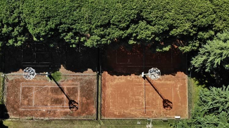 Tennis court at pine alley